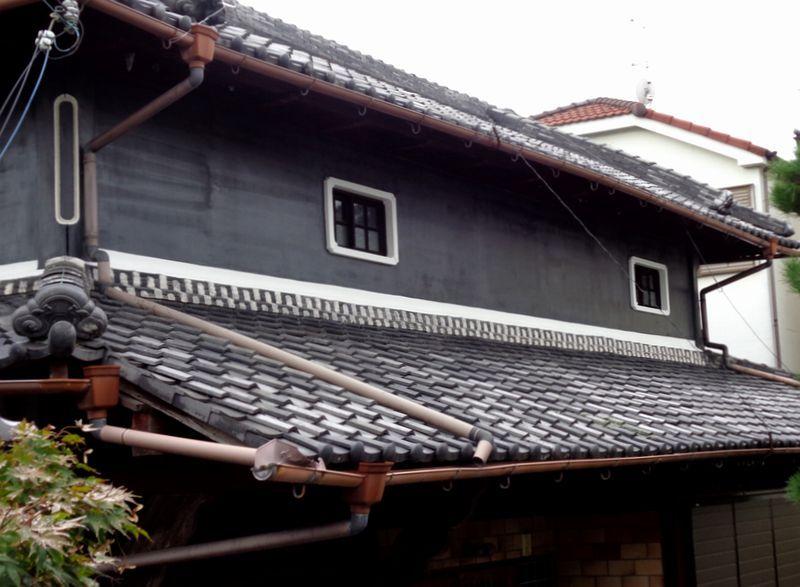 和風住宅 外壁の黒漆喰塗り替え アフター 塗り壁 家 外観 外壁