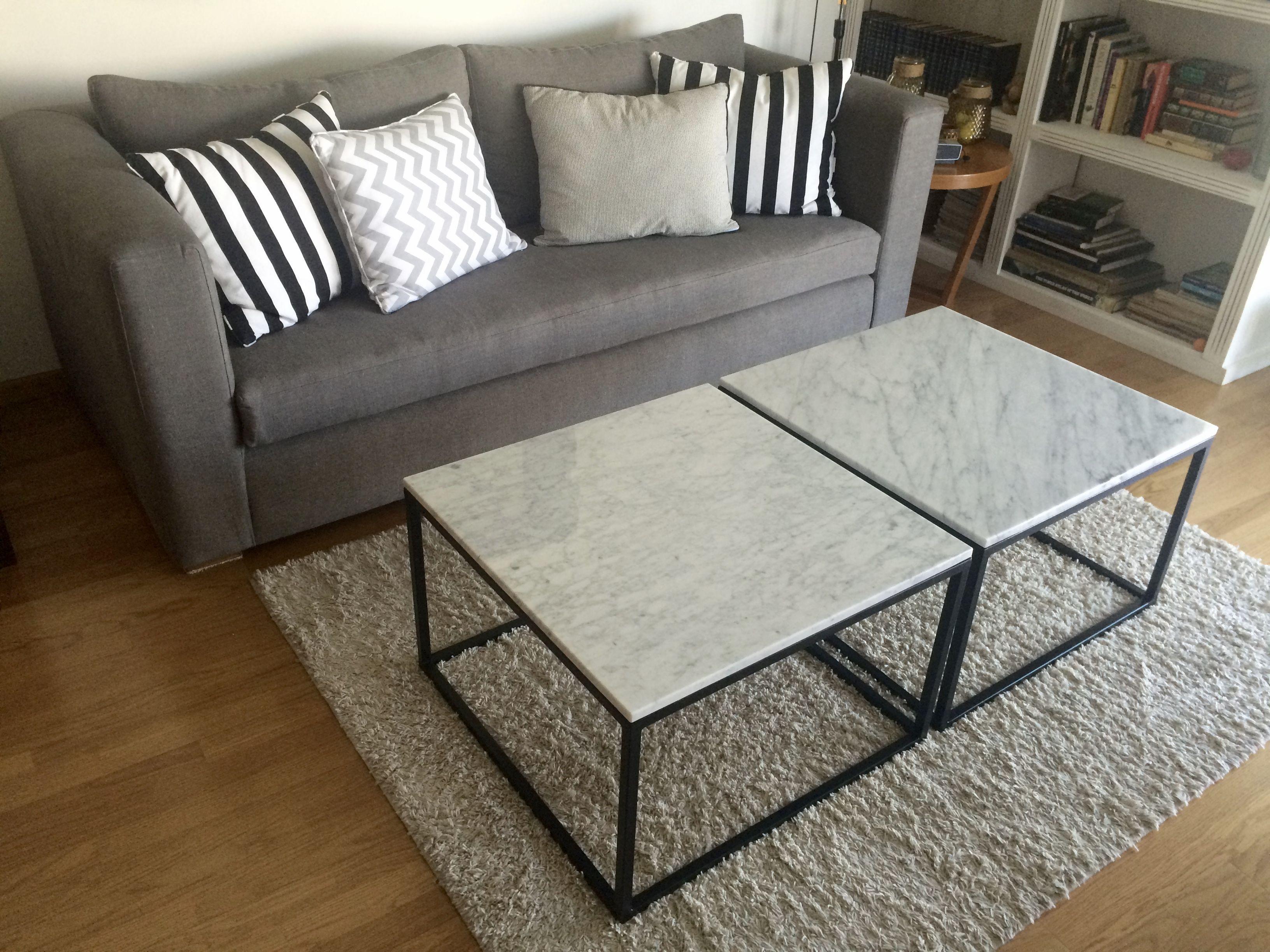 Sill³n Modelo Modena tapizado en Lino gris y mesas de mármol de