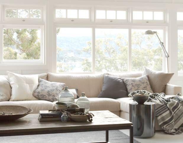große Couch mit vielen Kissen Sieht gemütlich aus Wohnzimmer - wohnzimmer couch gemutlich