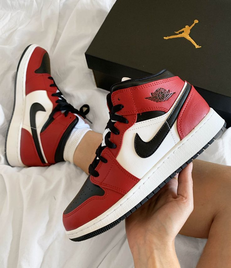 Jordan 1 Mid -Chicago Toe-