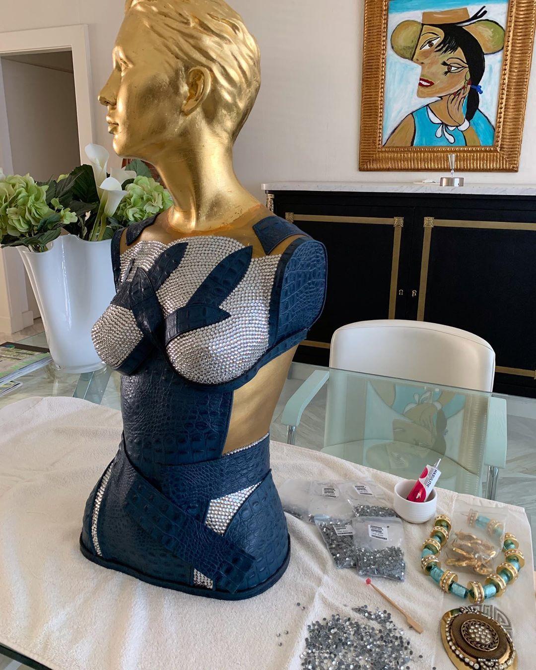 #Still in progress#goldleaf #blauw#croco#torsoart#swarovski #jewelry#