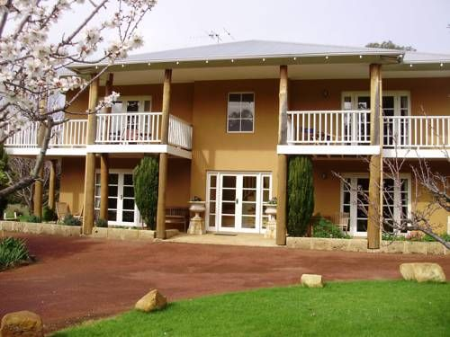 Erravilla Country Estate Spa Suite Accommodation Yallingup Set on 134 acres of native forest, Erravilla Country Estate Spa Suite Accommodation offers luxurious suites with a spa bath, private patio and a flat-screen TV. Guests enjoy free WiFi. In-room massages are available.