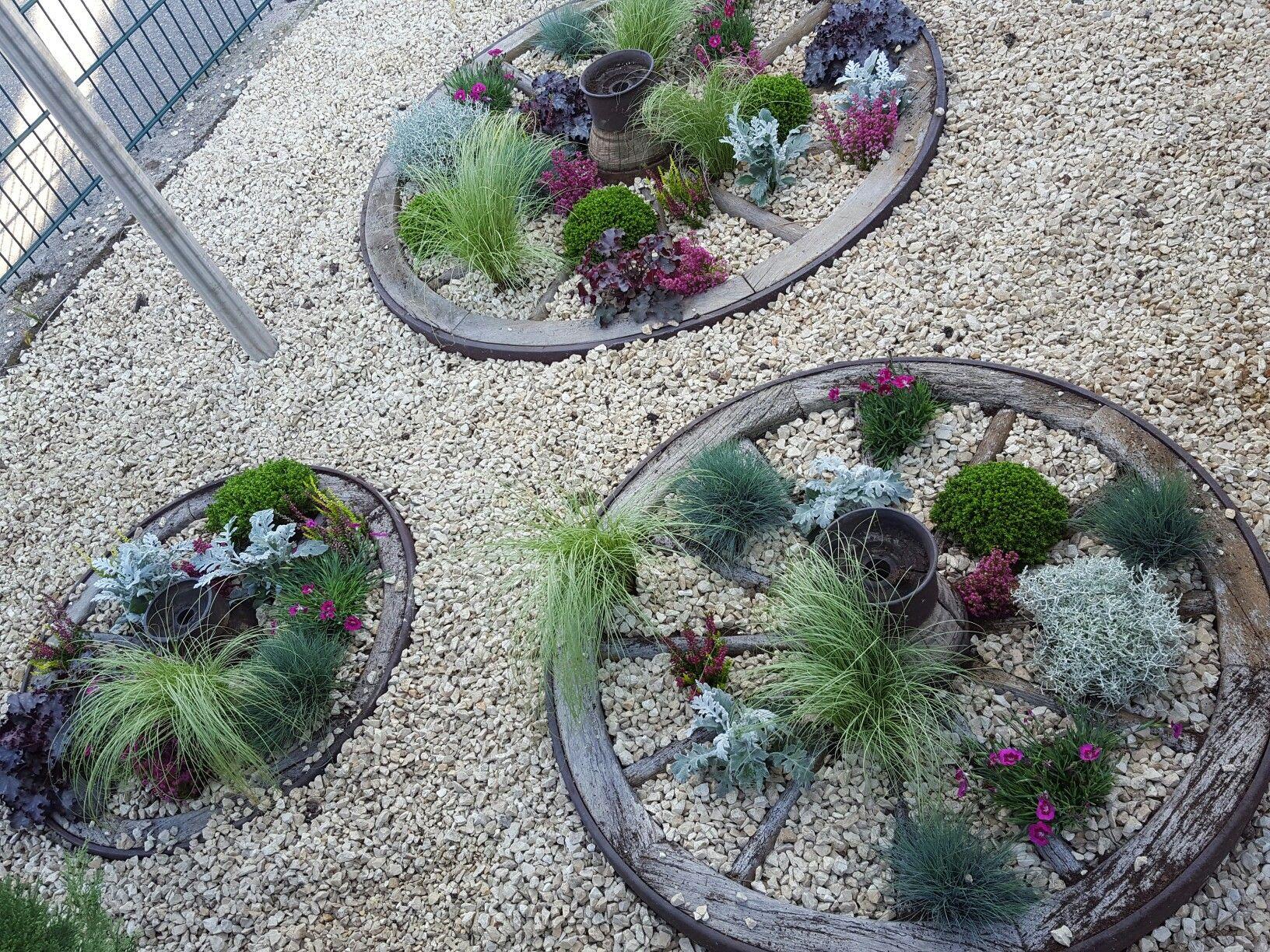Wagenrad bepflanzt garten pinterest wagenrad g rten for Wagenrad dekorieren