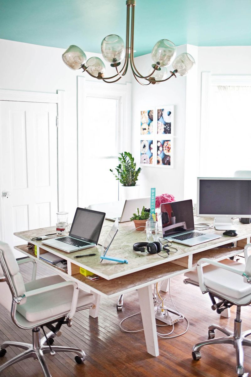 That table is the solution to all the ugly office for Beautiful office space design
