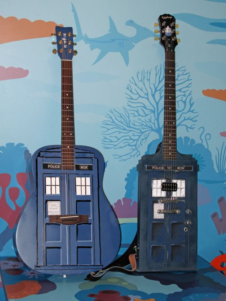 TARDIS guitars HOLY SHOOT MY SISTER WOULD DIE FOR THESE!!