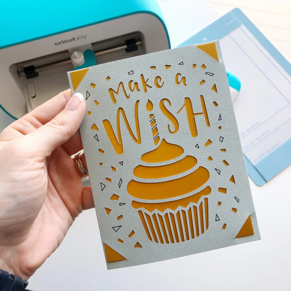 Last-Minute Birthday Card With Cricut Joy - Organi