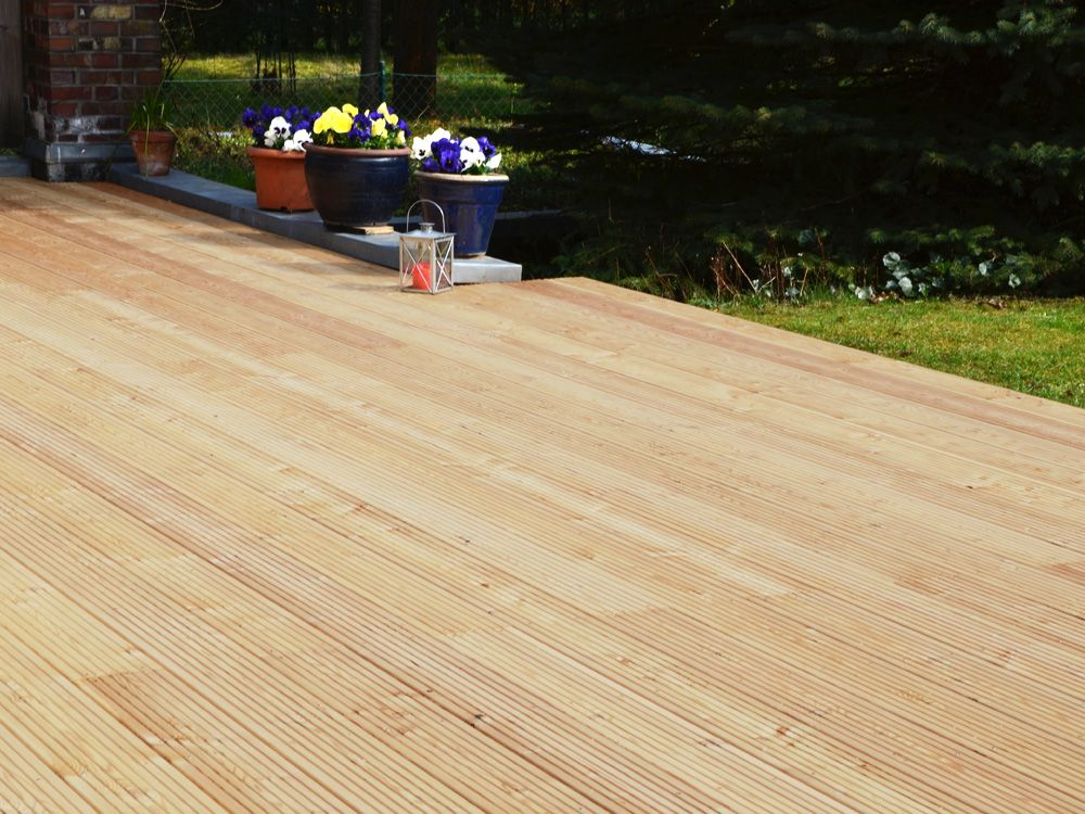 Sehr Beliebt Und Gunstig Larche Terrassendielen Jetzt Online Kaufen Terrassendielen Holzterrasse Larchenholz
