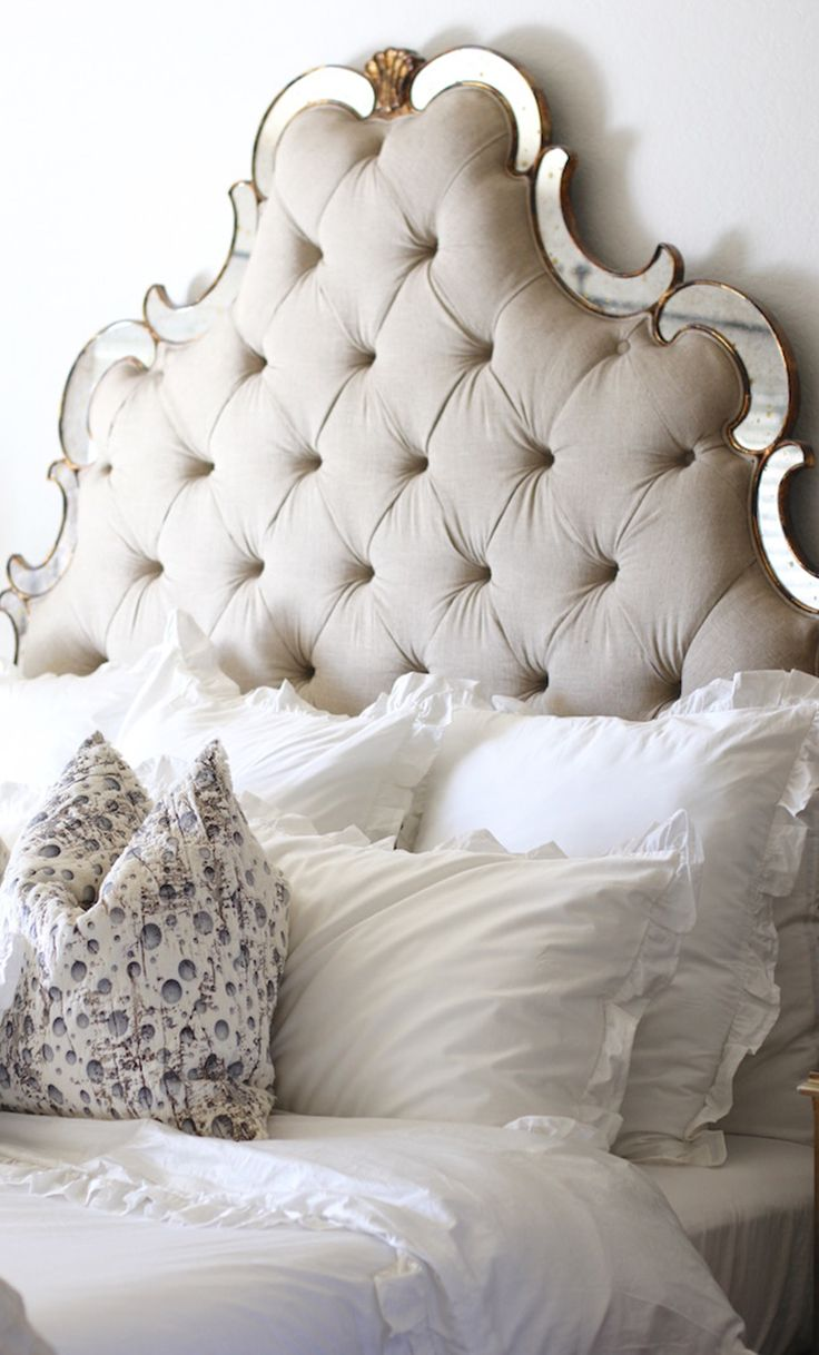 We canut get enough of this light and airy ruffled duvet cover