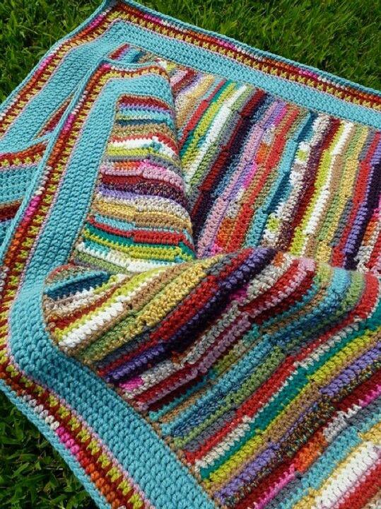 Crocheted scrap yarn blanket in columns....this is amazing ...