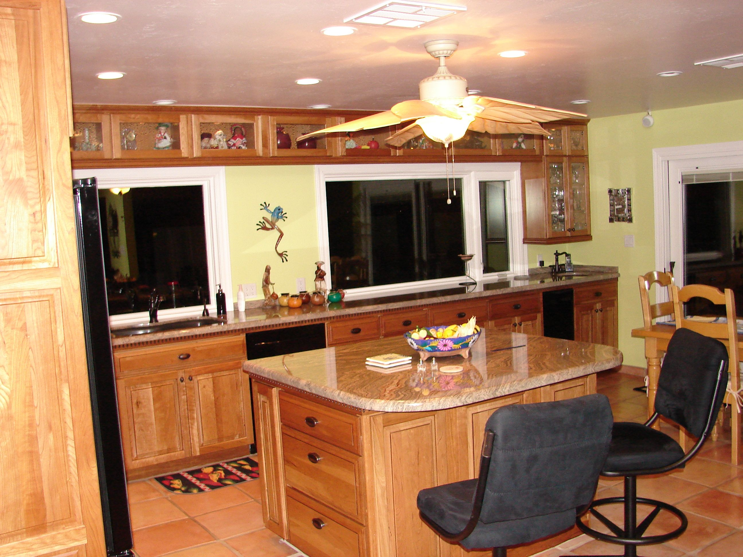 Kraftmaid Cherry Cabinets With Seeded Glass Cherry
