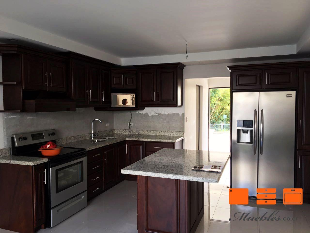 Mueble de cocina completa con isla, cocina, horno, refrigerador ...
