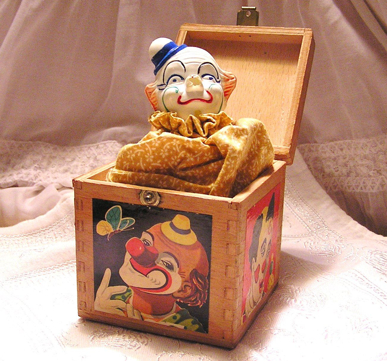 Vintage Clown In Wooden Dovetailed Box Jouets Anciens