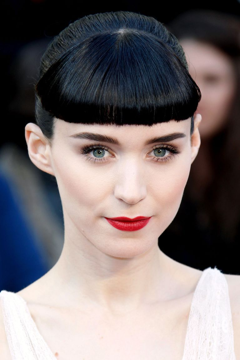Porcelain Dolls 13 Celebs Who Don T Do Bronze Pale Skin Makeup Pale Makeup Fair Skin Makeup