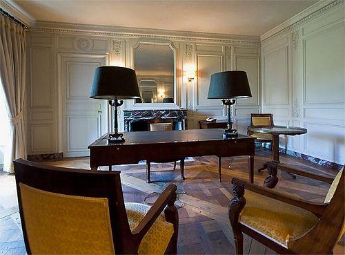 Le grand trianon bureau de travail du g n ral de gaulle for Secretaire sous le bureau