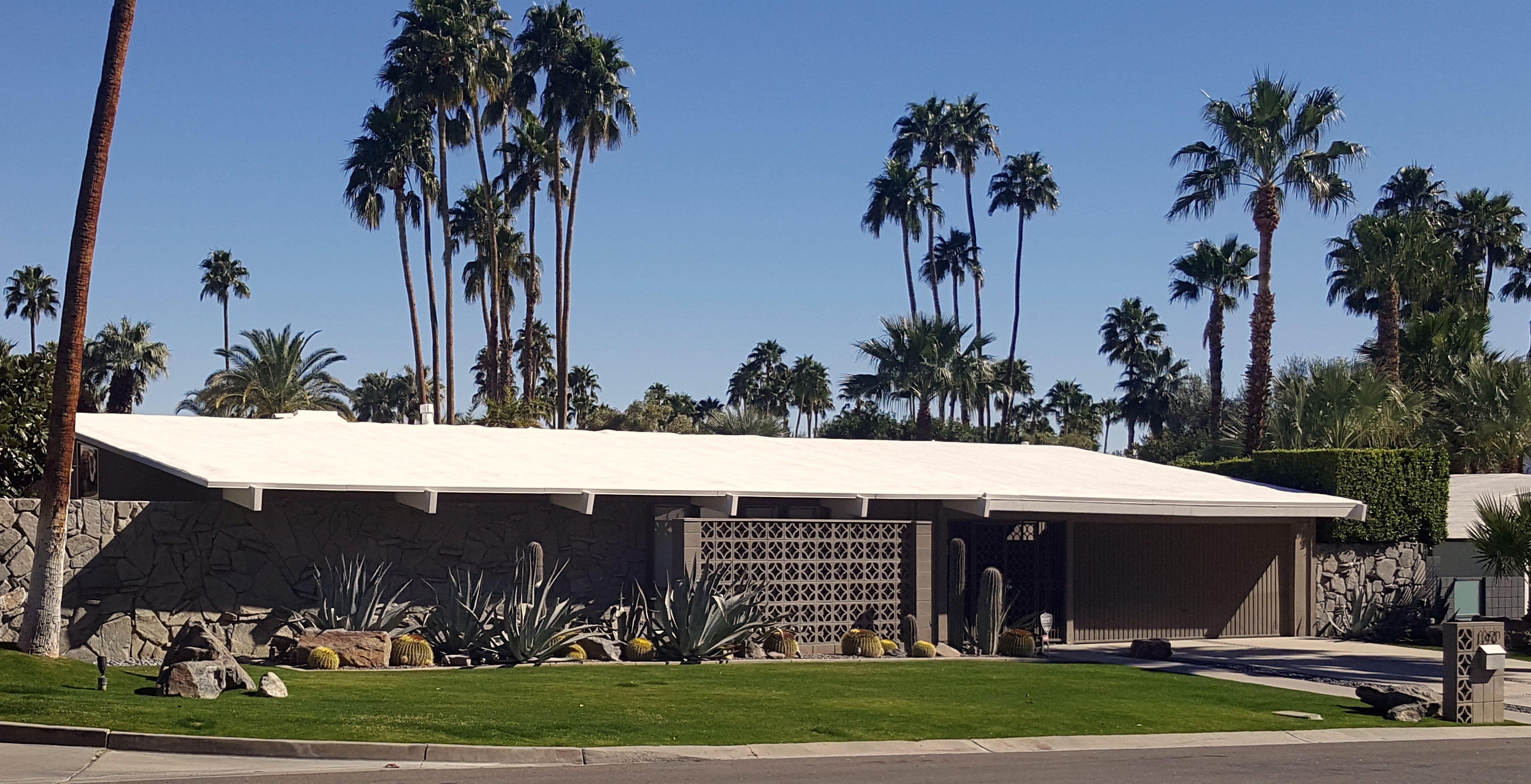 Mid Century Modern Home In The Las Palmas Neighborhood Palm Springs Ca Palm Springs Mid Century Modern Mid Century Exterior Mid Century Architecture