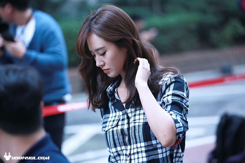 Looks so good in button up shirts #KwonYuri #YoonYulCom