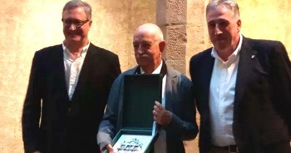 PAMPLONA. El premio fue fallado en junio y entregado anoche en un acto donde también fue galardonado el poeta navarro Jon Barberana por su trabajo en euskera.