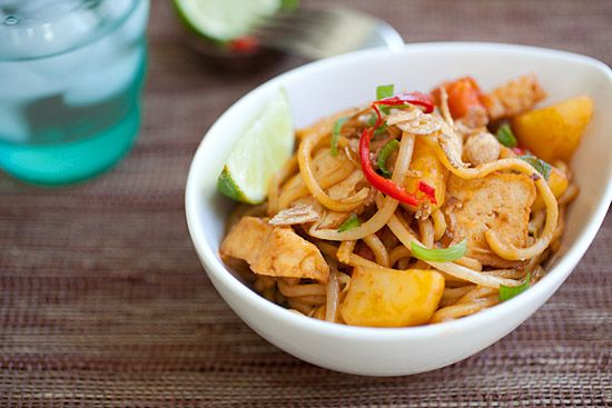 Veggie mee goreng fried noodles food recipes pinterest veggie mee goreng fried noodles made with only vegetables and vegan ingredients easy veggie fried noodles recipe with ketchup soy sauce and lime forumfinder Choice Image