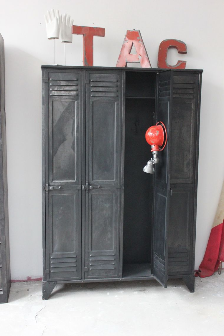 ancien vestiaire d 39 usine 4 portes des ann es 40 entirement rivet d co pinterest. Black Bedroom Furniture Sets. Home Design Ideas