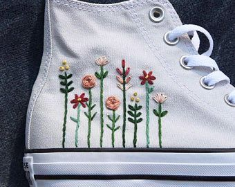 Converse brodée avec logo floral | Blumen converse, Blumen ...