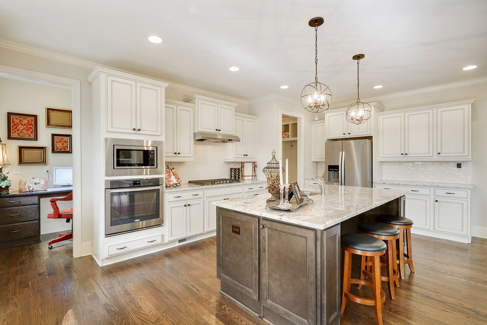 Harcrest Homes At Sterling On The Lake Light And Airy Kitchen With Granite Countertops And Stainless Steel Appl Kitchen Design Color Kitchen Tiles Design Home