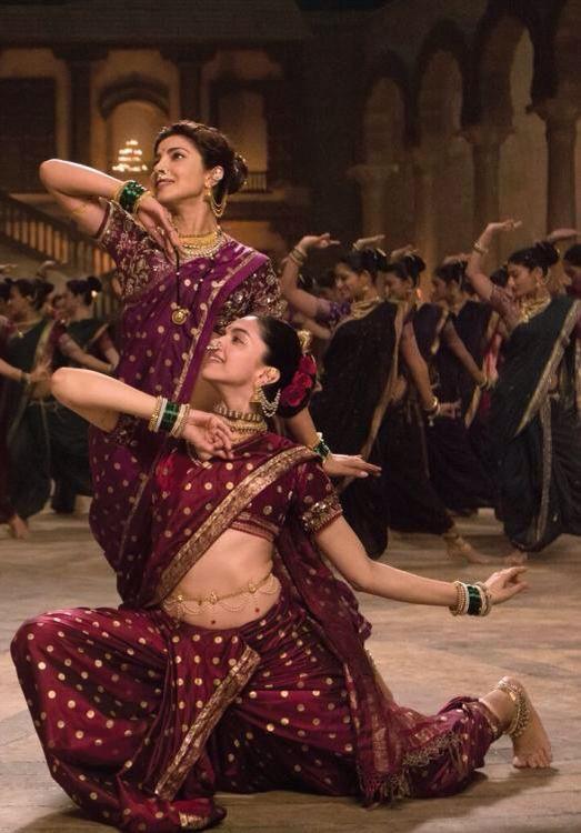 First Look Deepika Padukone And Priyanka Chopra S Incredible Face Off In Bajiraomastani Indian Celebrities Bollywood Fashion Bollywood Dance