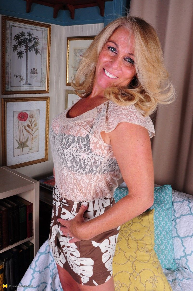 this naughty american housewife loves to play: free milf and mature