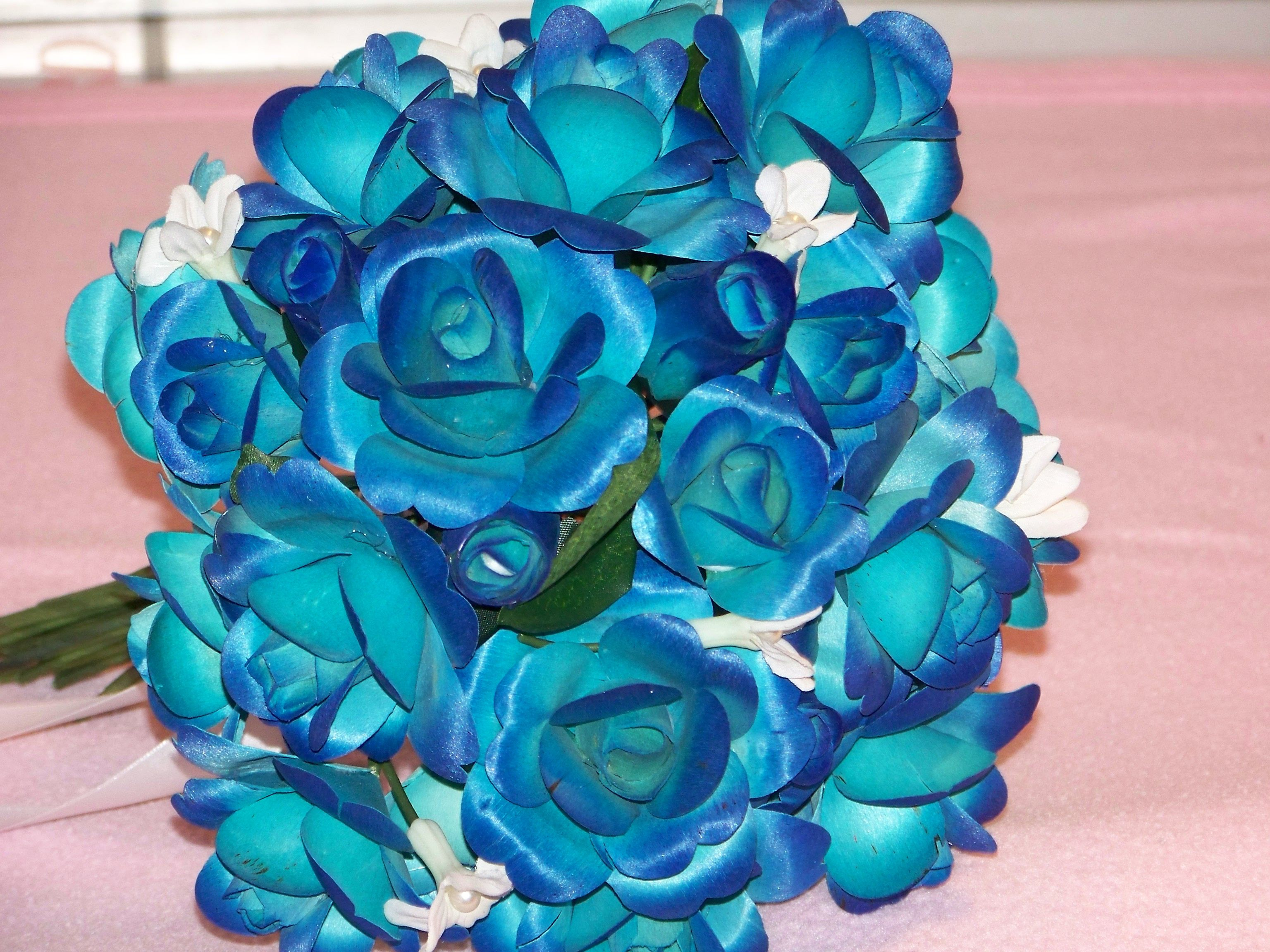 Very different color of blue roses bing images a rose for Different color roses bouquet