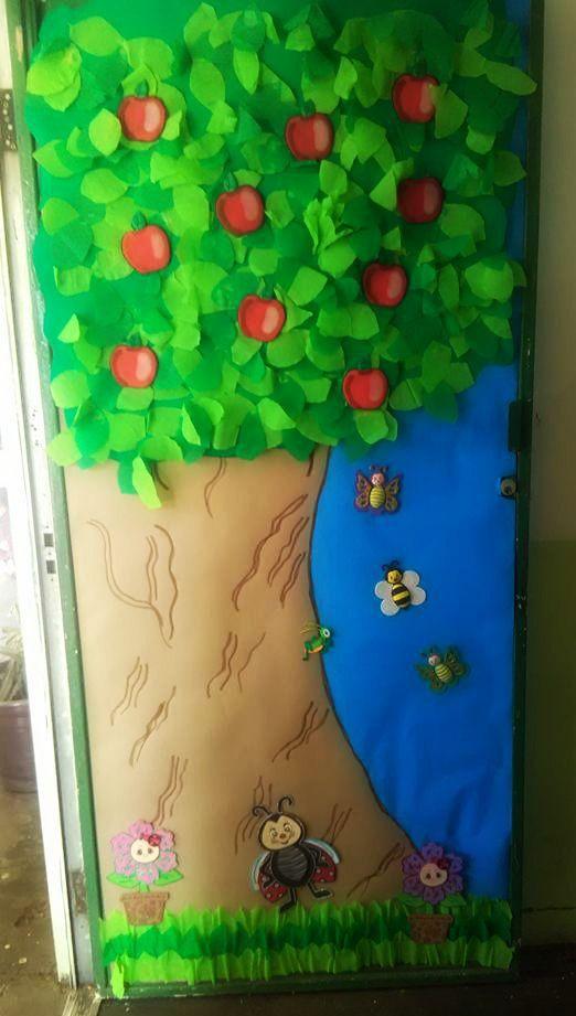 Puerta decorada para clases del mes de marzo puertas for Puertas escolares decoradas