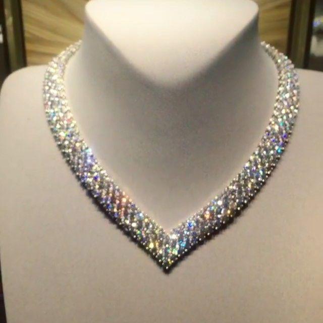In love with this flexible necklace from @vancleefarpels  via @noorasultansaqeralsuwaidi it can be worn as a necklace or taken apart to create bracelets #diamonds #vancleef #vcadubai #vca #vancleefarpels #vancleefandarpels #highjewelry #hautejoaillerie #luxelife