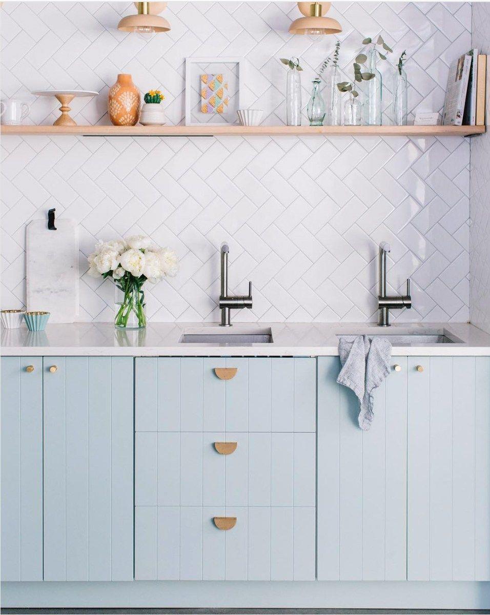 Comment Personnaliser Ses Meubles Ikea Hello Blogzine Blog Deco Lifestyle Www Hello Hello Fr In 2020 Kitchen Cabinets Pastel Kitchen Kitchen Interior
