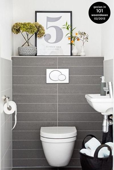 Boxed Out Cistern Only Halfway Shelf Rather Than Recessed And White Above Dark Tiles Idee Salle De Bain Deco Toilettes Deco Salle De Bain