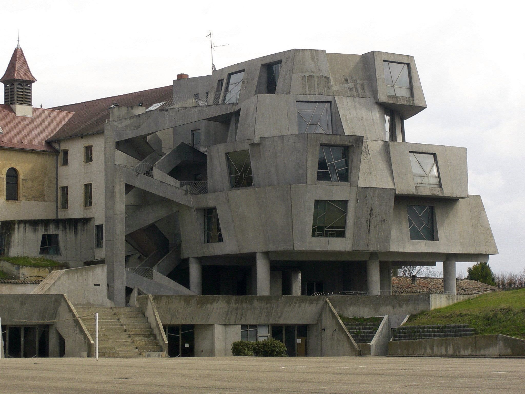 Sainte marie lyon brutalist architecture pinterest for Architecture brutaliste