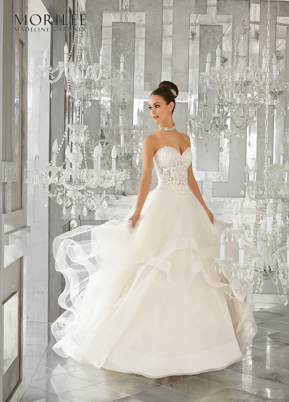 Vestido de novia corte A, con falda con volantes y corpiño de ...
