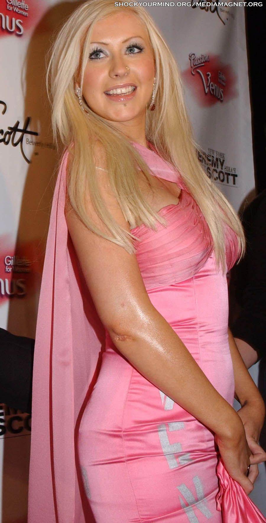 Christina Aguilera - Full Size - Page 21