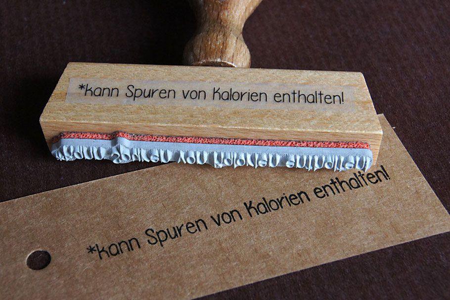 Stempel - *kann Spuren von Kalorien enthalten! http://www.handthinx.de/produkte/stempel/schriftstempel/
