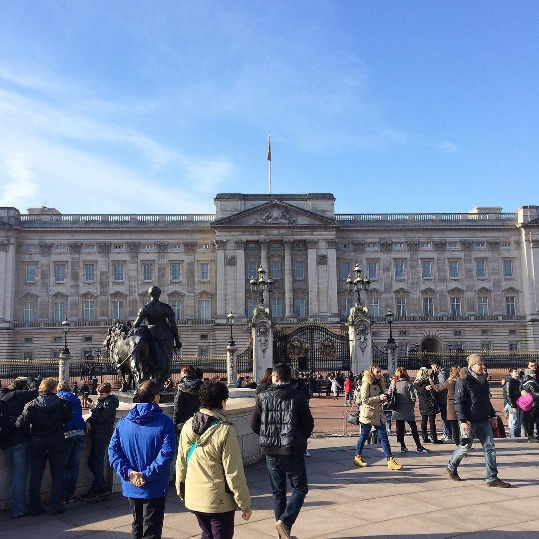 바글바글 #유럽#런던#버킹엄궁전 by leeeeesjin