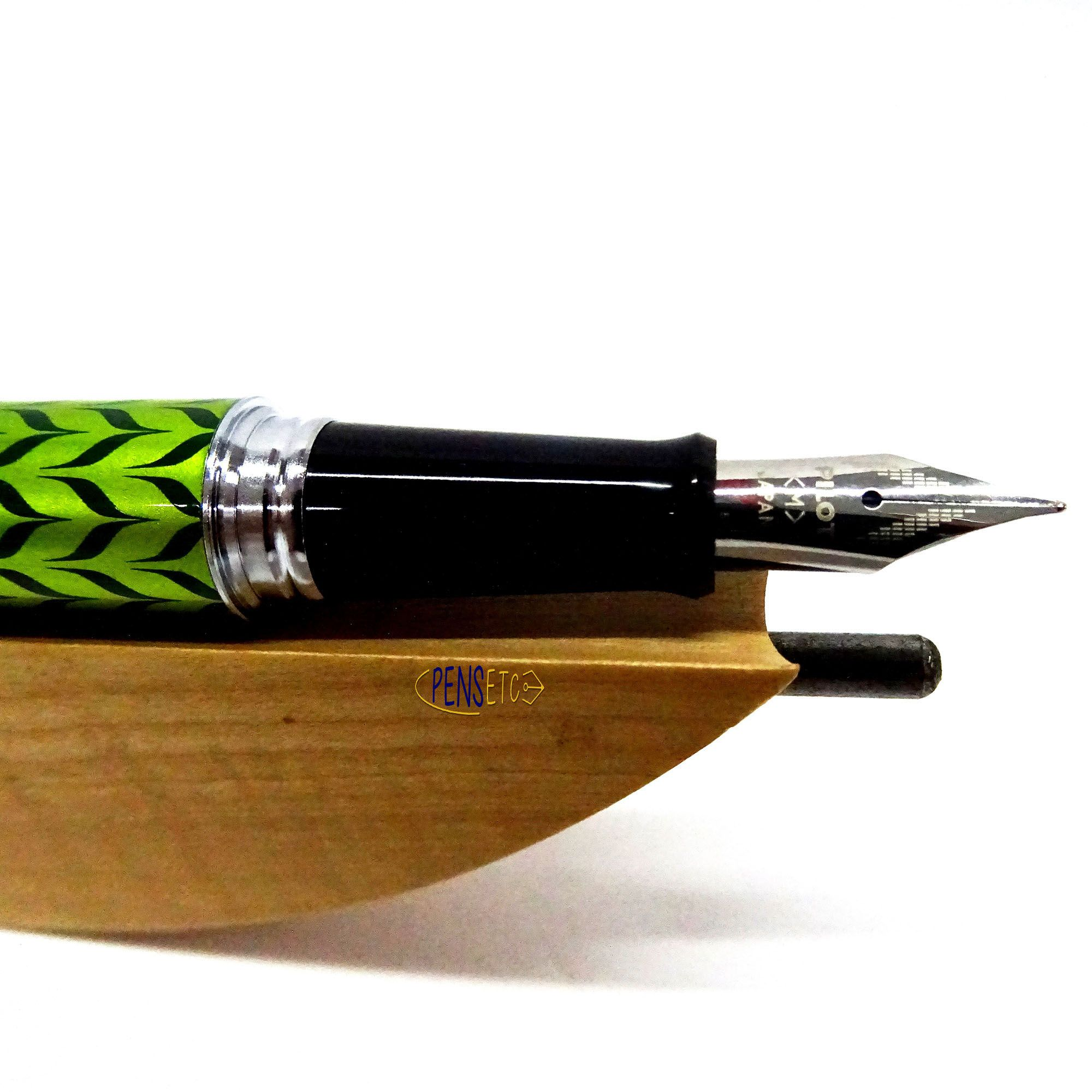 Pilot Retro Pop collection fountain pens make a great gift for her. Available in 4 colours #retropop
