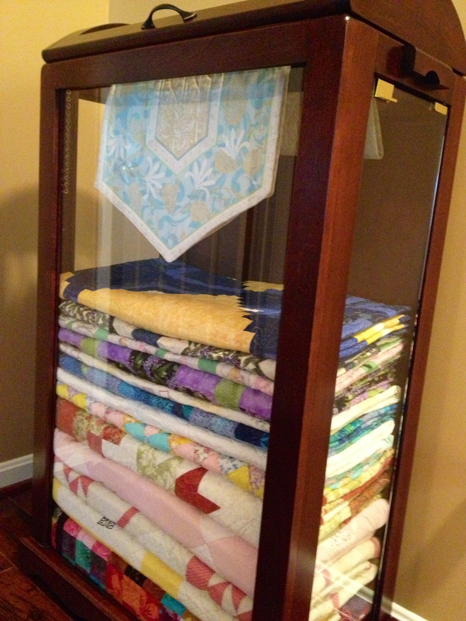 Can T Wait To Have A Cabinet Like This Filled With Extra Quilts I Ve Made Love