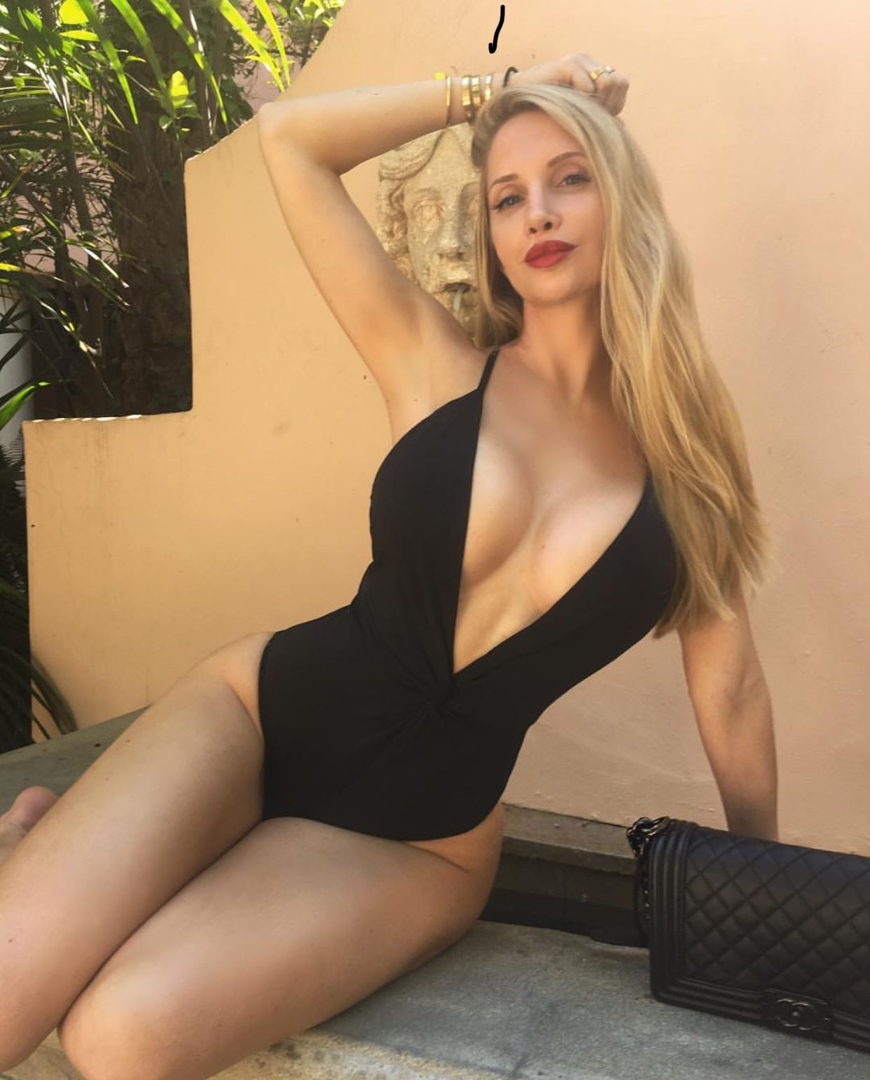 Cleavage Amanda Lee naked (67 foto and video), Tits, Cleavage, Instagram, braless 2015