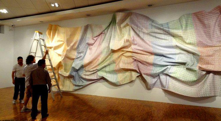 Máximo González - Cromagma 70 (en montaje) Objeto – instalación: papel moneda 12 x 4 metros (472 x 157 in), 2011