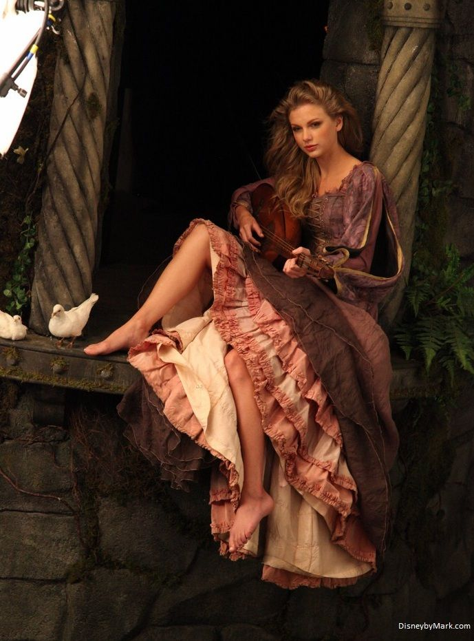 Taylor Swift as Rapunzel – Plus 4 Photo Session Shots | Disney by Mark - Your Independent Disney News Source - Photography by Annie Leibovitz