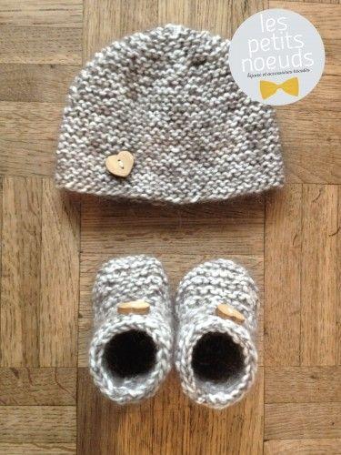 Bonnet et chaussons au tricot   www.les-petits-noeuds.fr   Cobijas ... 89343042be2
