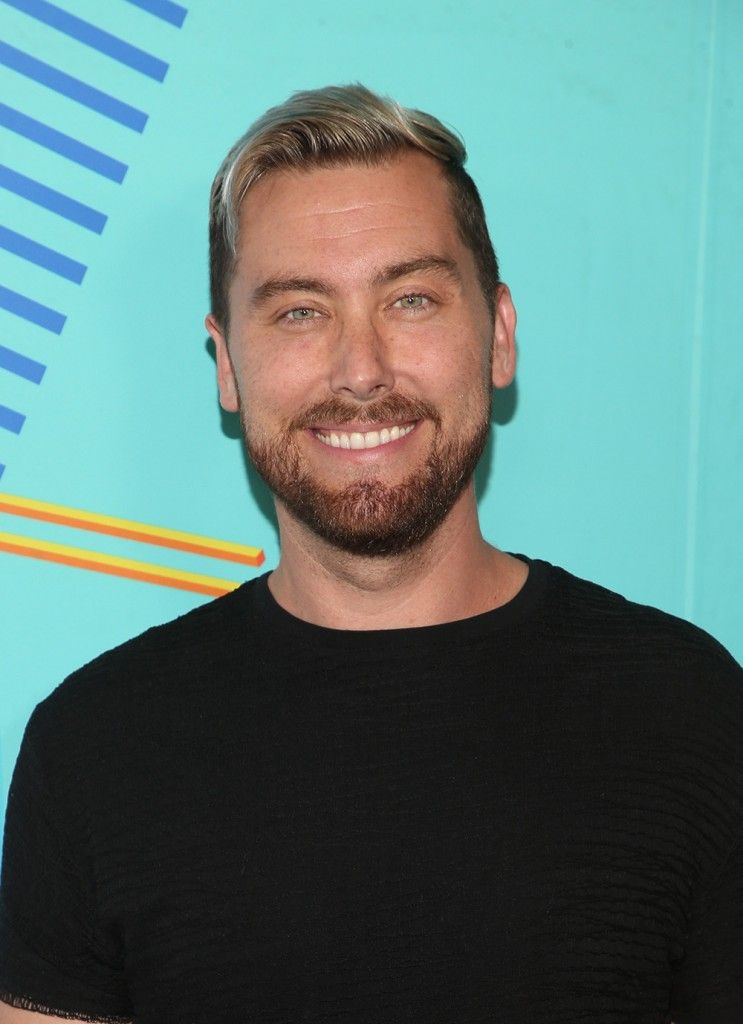 Lance Bass attempted to buy the Brady Bunch house, but lost out to a studio #bradybunchhouse