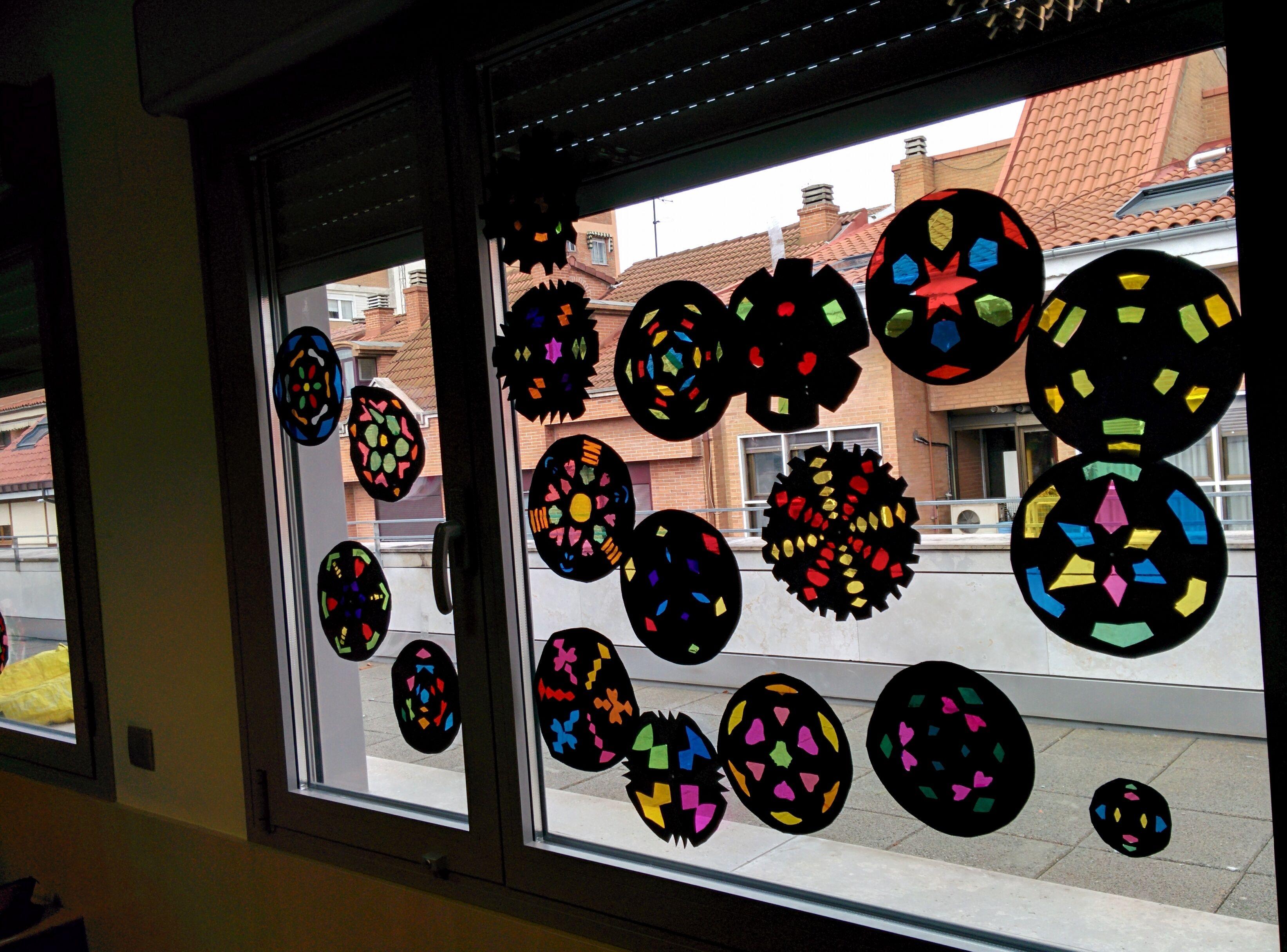 Vidrieras hechas con cartulina y papel celofan arts - Como hacer una vidriera ...