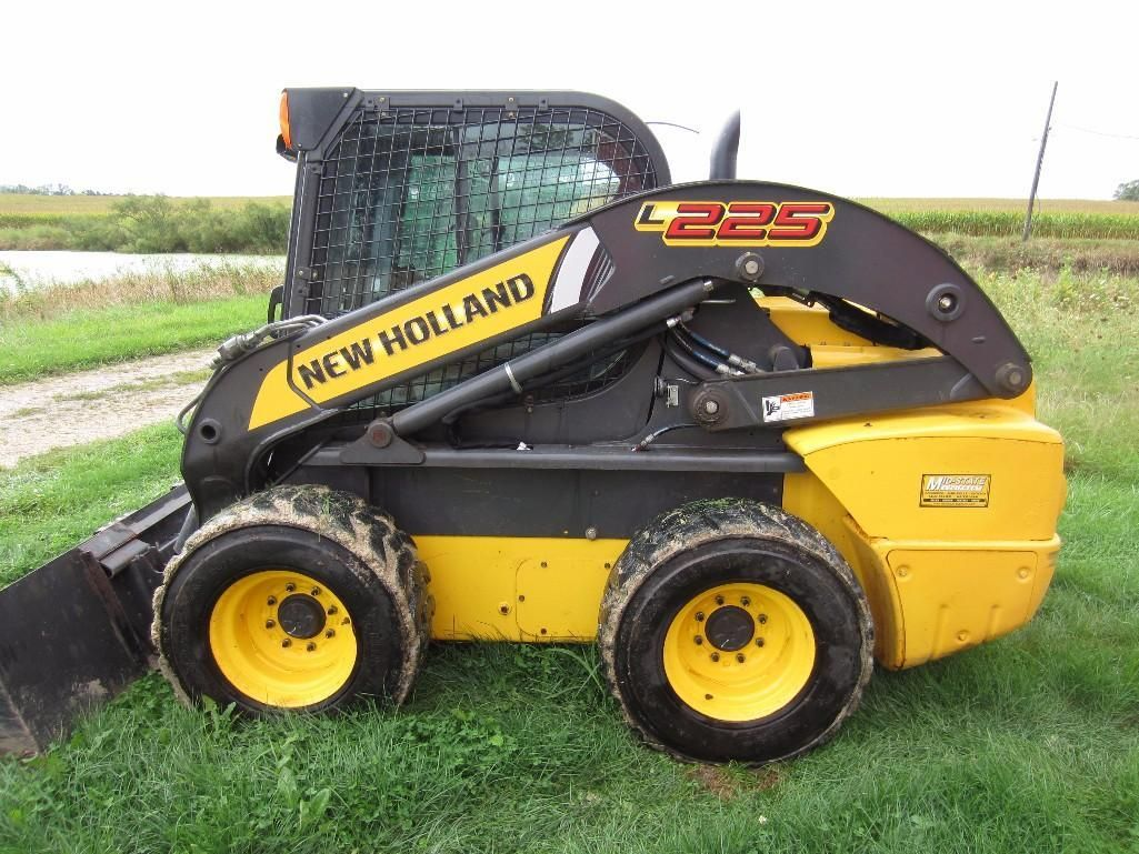 New Holland Skidsteer. Available by online auction ending