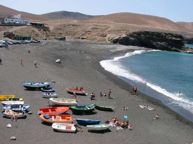 """Résultat de recherche d'images pour """"Rêves de plages : Espagne, sable noir des Canaries, plage de timanfaya"""""""