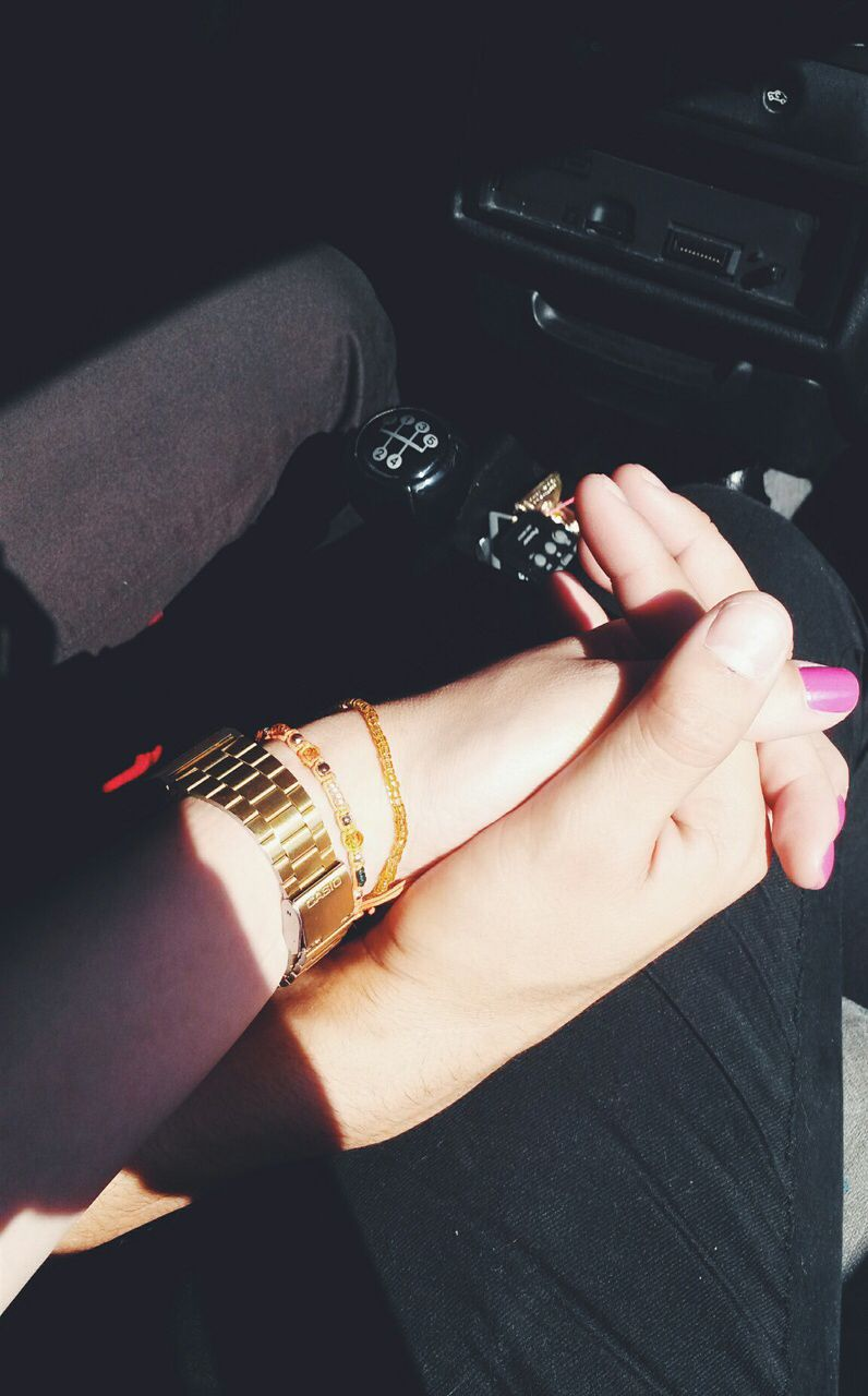 Pin By بنت محمد On يدي بيدگ لابدآ Couple Hands Cute Couples Couple Dps