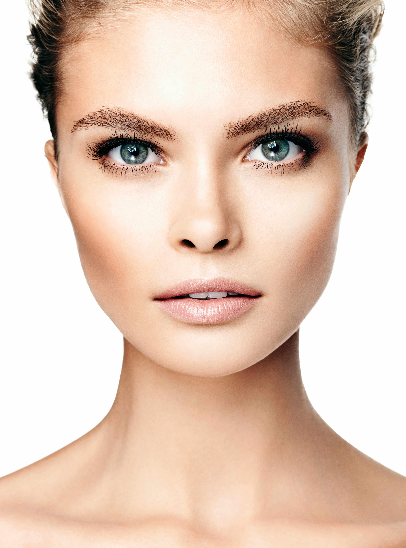 Belleza natural.... Con pestañas mas largas no necesitas mucha maquillaje. Te ves linda tal cual.