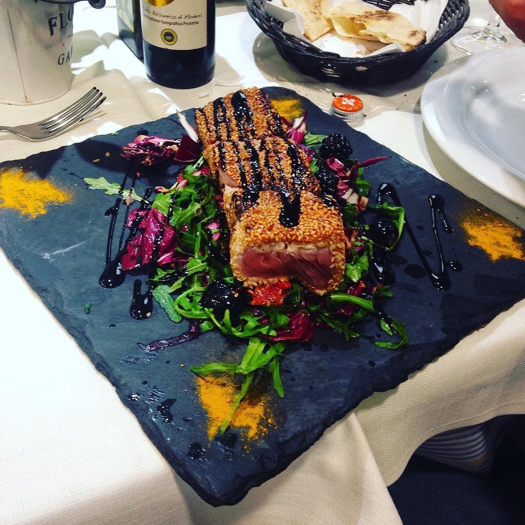 Da Lele si mangia bene #dalele#riccione#tataki#tonno#sesamo#sea#food#seafood#dinner#foodgasm#foodpics#foodporn#instafood#art#style#eat#comida#fish#tuna#top#torniamosemprequi#rimini#ristorantedalele#italy#cena#eating by lellolillo